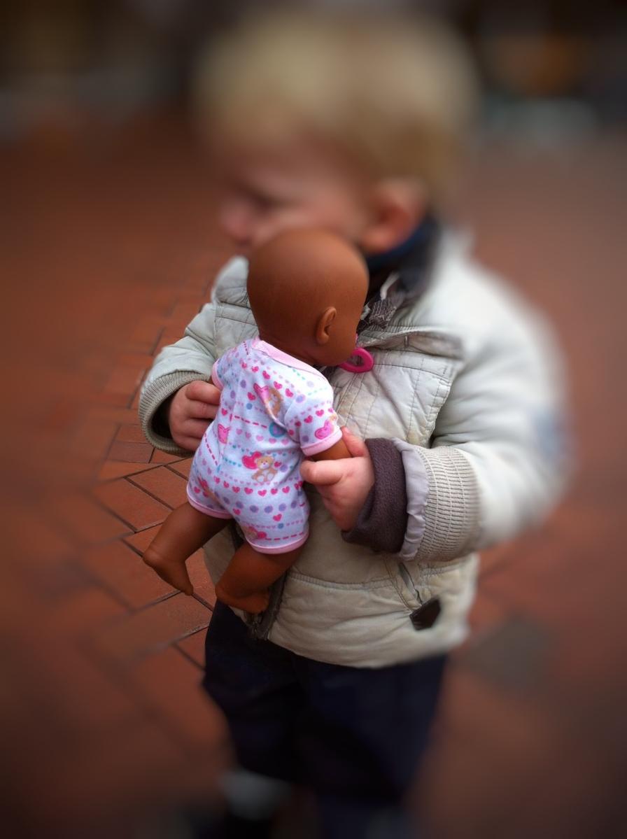 Eine Puppe für den Muck - und was da noch dranhängt.